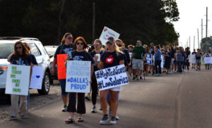 Dallas teachers hit picket line on first day of second strike